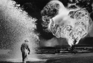 Sebastiao Salgado, Fireball, Greater Burhan Oil Field, Kuait, 1991