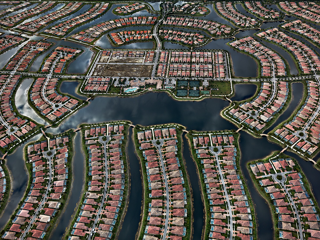 Edward Burtynsky - VeronaWalk, Naples, Florida, USA 2012