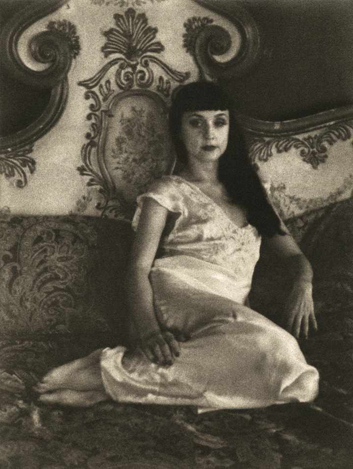 Hannah Neal - Roxie le Rouge, Columns Hotel no18
